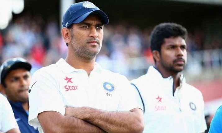 emotional fans flood twitter over dhoni s test retirement