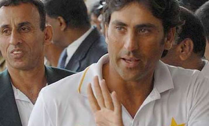 younis unlikely to feature in odis in england