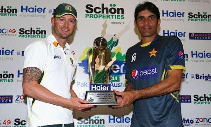 pakistan wins toss elects to bat