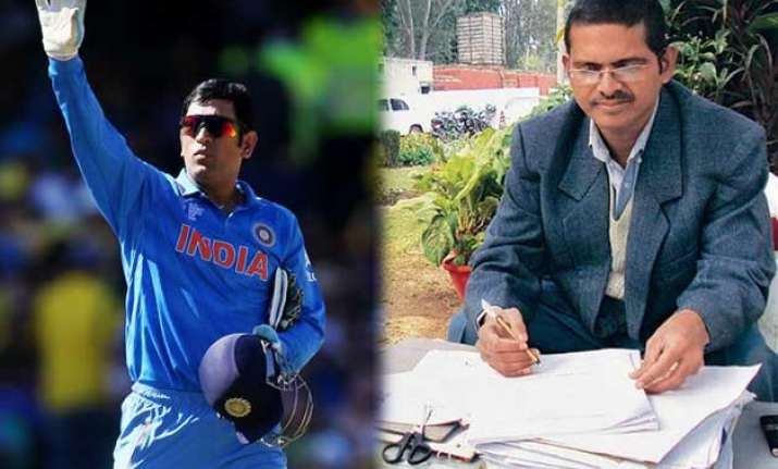 thanks for losing mr dhoni ips officer sends rs 1000 cheque