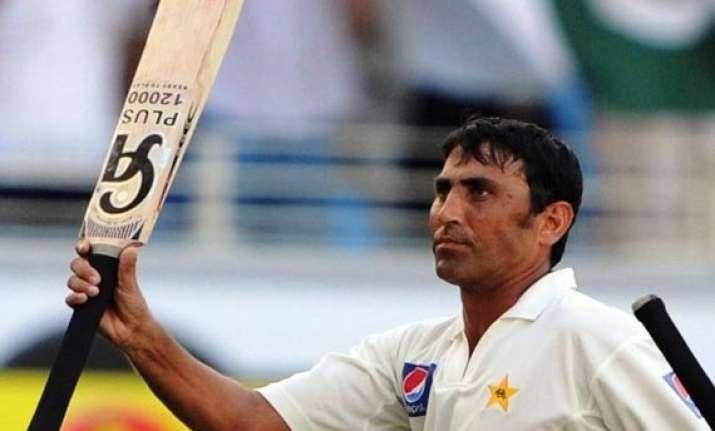 pakistan reaches 304 2 against australia at stumps day 1