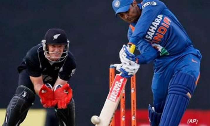 india spank new zealand romp into final of tri series