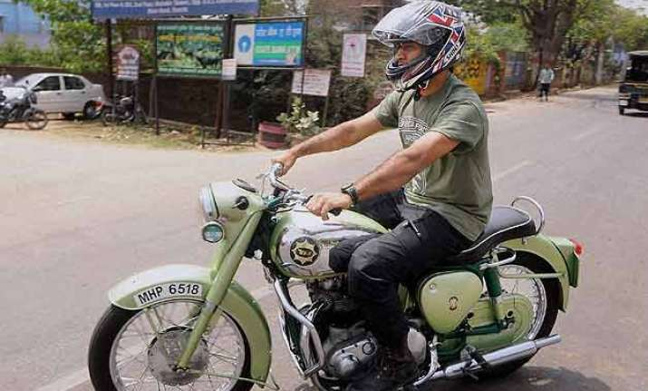 dhoni fined for faulty display of number plate on his bike