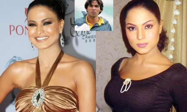 pak actress serves notice on cricketer mohd asif