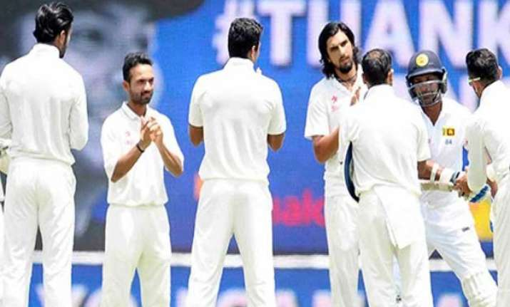 indian team gives guard of honour to retiring kumar
