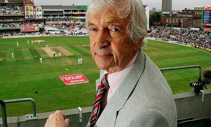 cricket world pays tribute to richie benaud