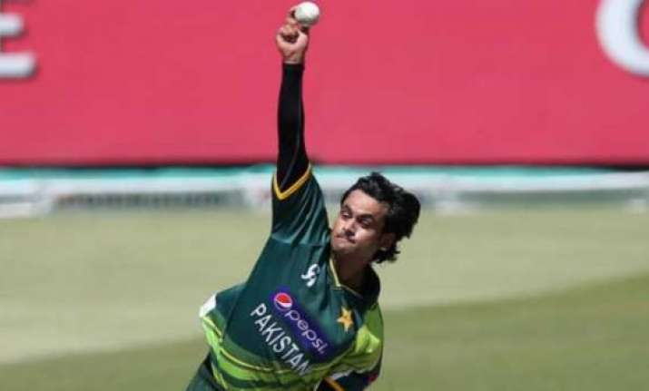 hafeez goes to india for bowling action test