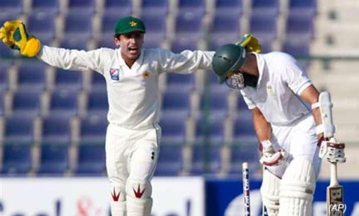 rehman helps pakistan thwart south africa