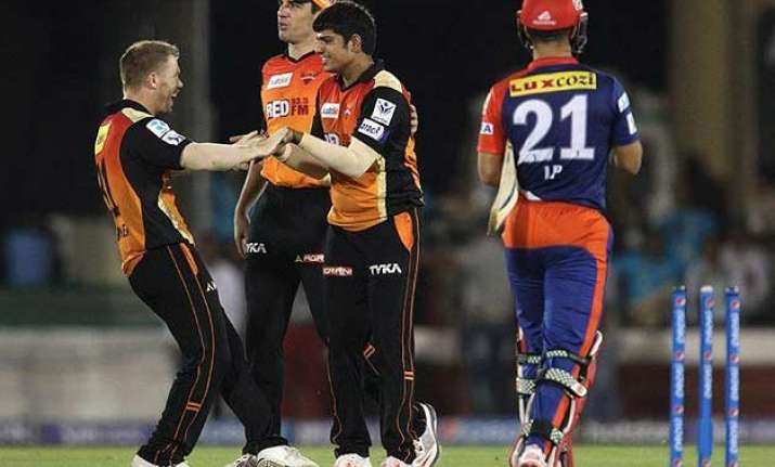 ipl 8 srh beat dd by 6 runs stay in hunt for play offs