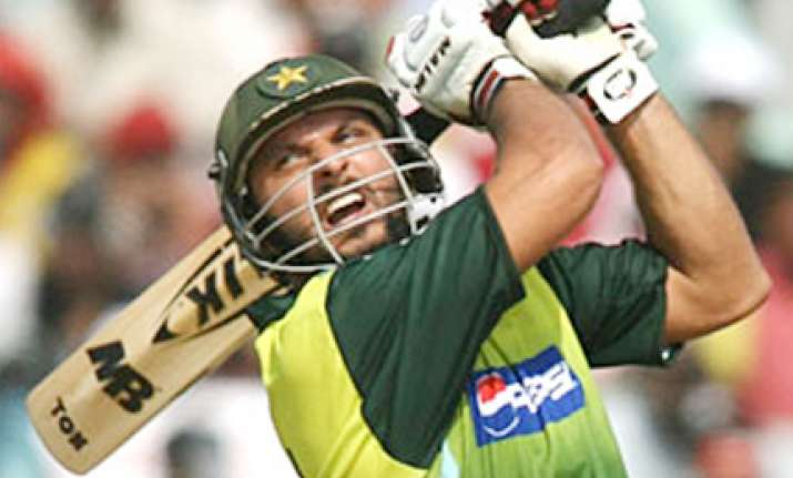 younus injured afridi may lead pakistan against nz