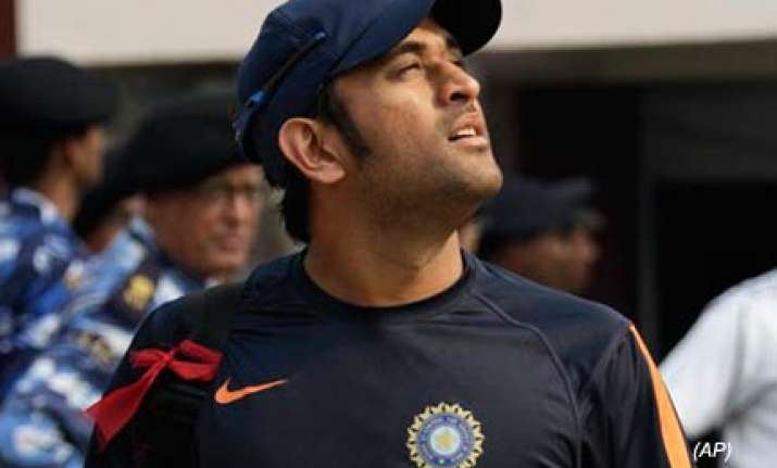 dhoni loses top spot sehwag rises in icc odi rankings