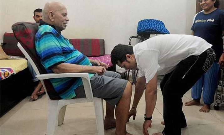 guru purnima sachin tendulkar seeks blessings from ramakant