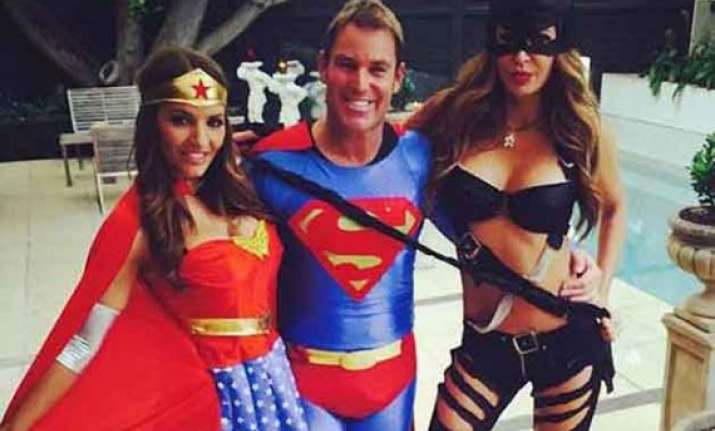 superman shane warne celebrates new year with wonder woman