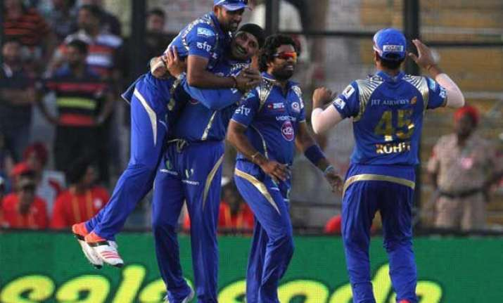 ipl 8 mumbai indians stay in hunt for play offs beating