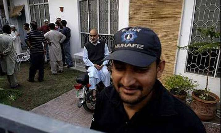 pak wicketkeeper flies into london from dubai after getting
