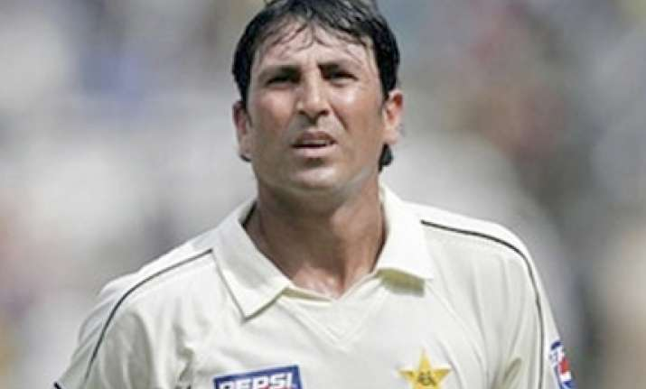 younus quits captaincy after grilling by mps