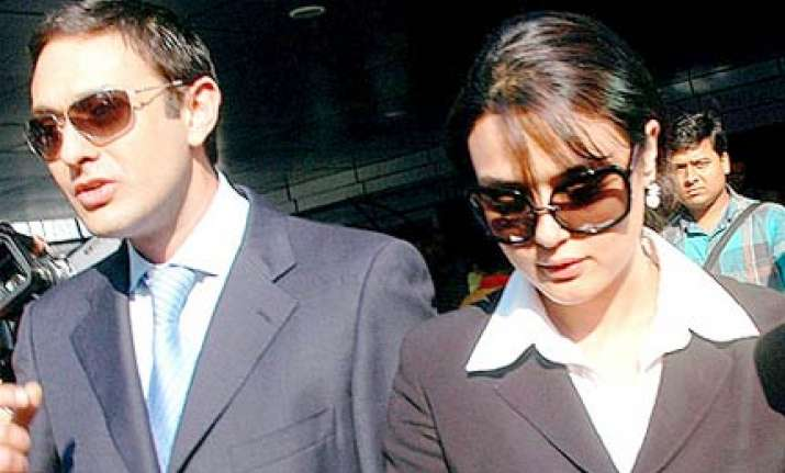 preity zinta ness wadia summoned to court on april 2
