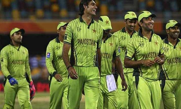 world cup 2015 pakistan beats zimbabwe by 20 runs for 1st