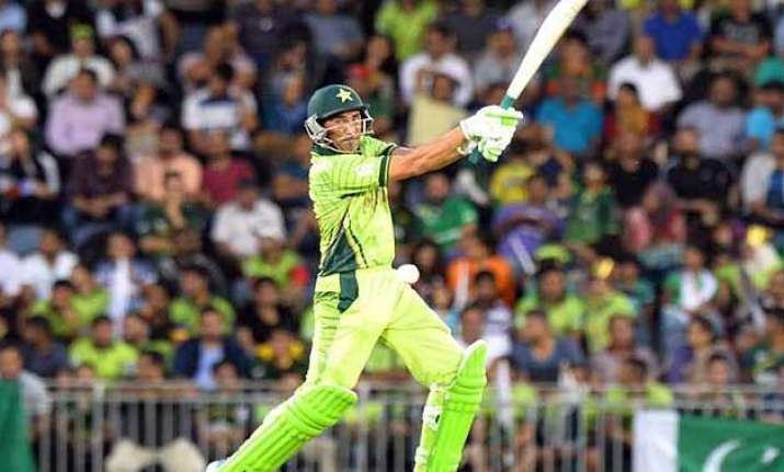 world cup 2015 former pakistan stars want younis khan to