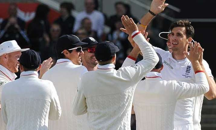 england wins 3rd ashes test by 8 wickets