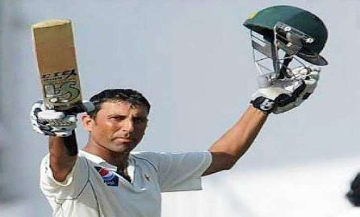 pak vs aus ton up younis carries pakistan to 219 4 at the