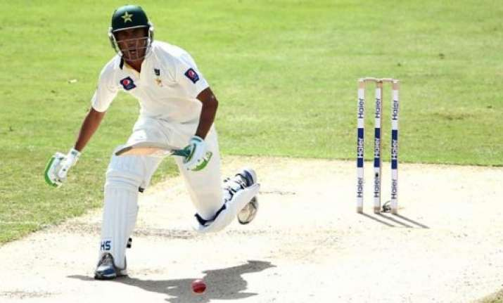 younis khan guides pakistan to 405 3 at lunch 2nd test