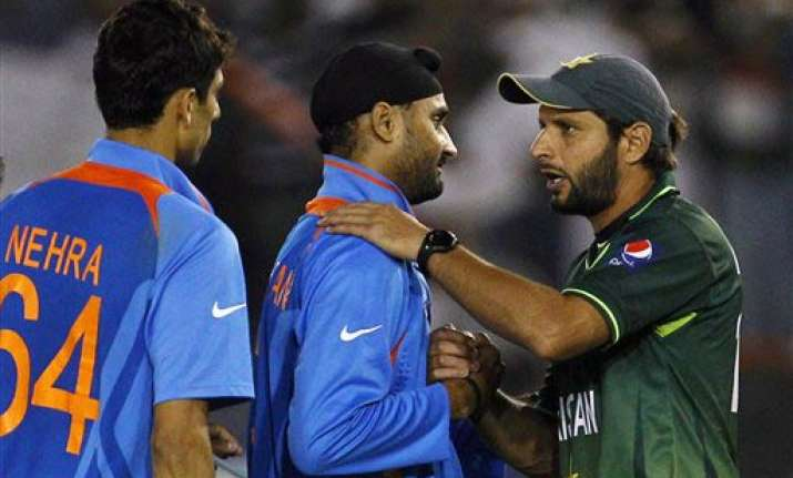 india is lucky to have a captain in dhoni afridi