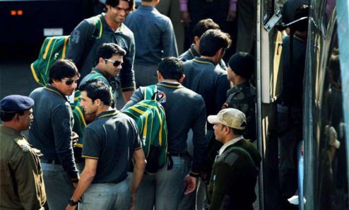 india pakistan teams arrive in kolkata