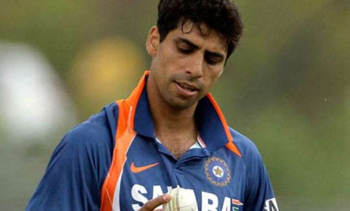 indian manager biswal denies reports about nehra injury