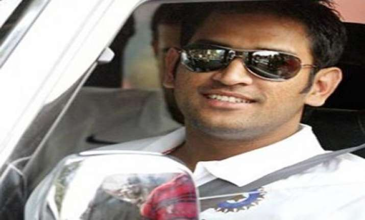 jaipur cop pulls up m s dhoni for driving in the wrong lane