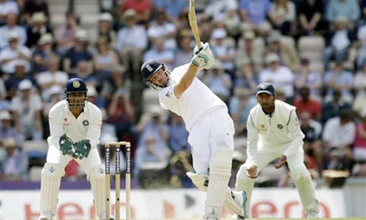 live reporting ind vs eng india 25/1 trail eng by 544 runs