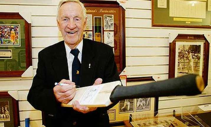 loxton one of bradman s invincibles dies at 90