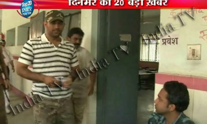 m s dhoni casts his vote in jharkhand