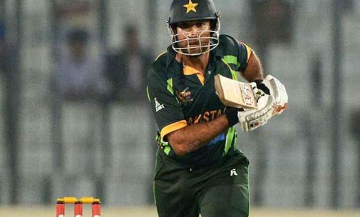 maqsood and alam power pakistan to win against sl