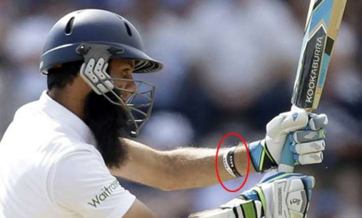 moeen ali wears wristbands with save gaza slogans while