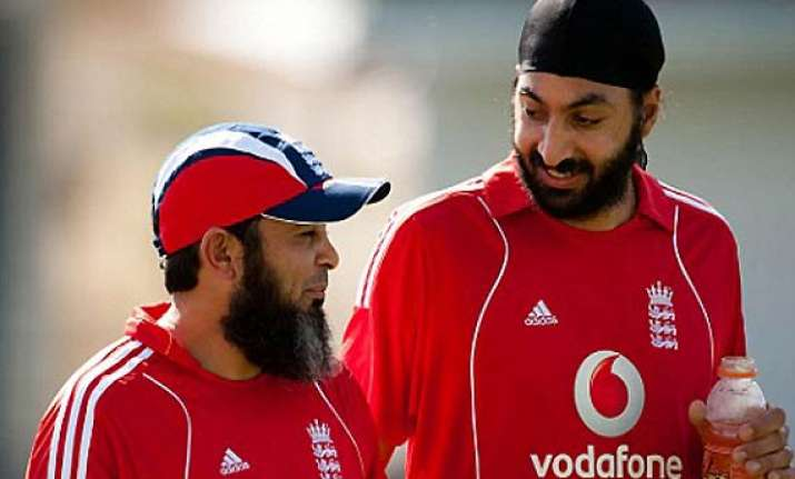 mushtaq warns english players of spin war against pakistan