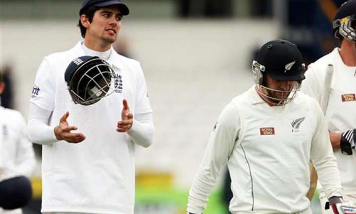 england beat rain and nz by 247 runs in 2nd test