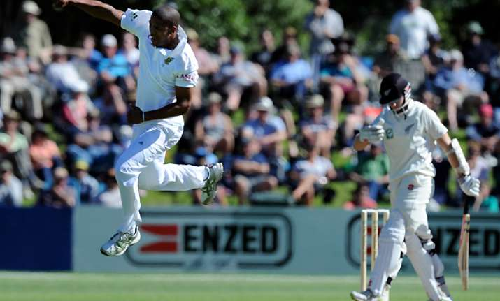 nz leads south africa by 5 runs after 2nd day
