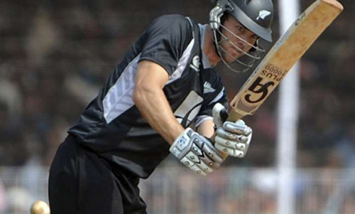 south africa beats nz by 6 wickets in 1st odi