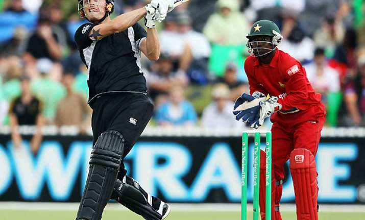 new zealand beats zimbabwe by 141 runs in 2nd odi