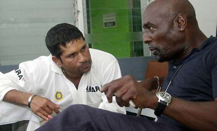 nobody is qualified to suggest sachin on retirement viv