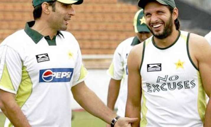 pcb removes shahid afridi as odi captain misbah ul haq back