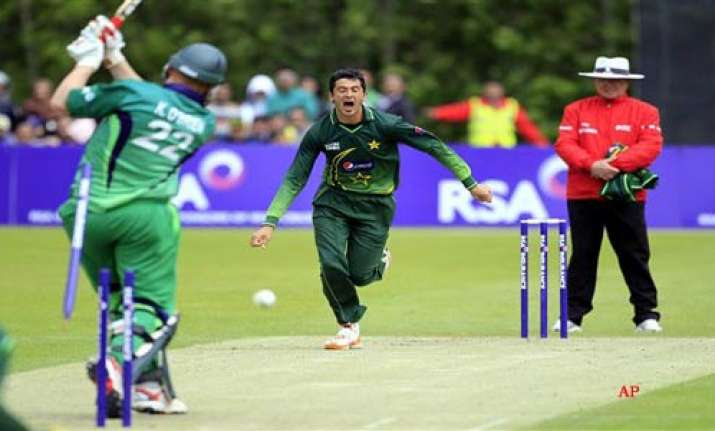 pak crush ireland in first odi by 7 wickets