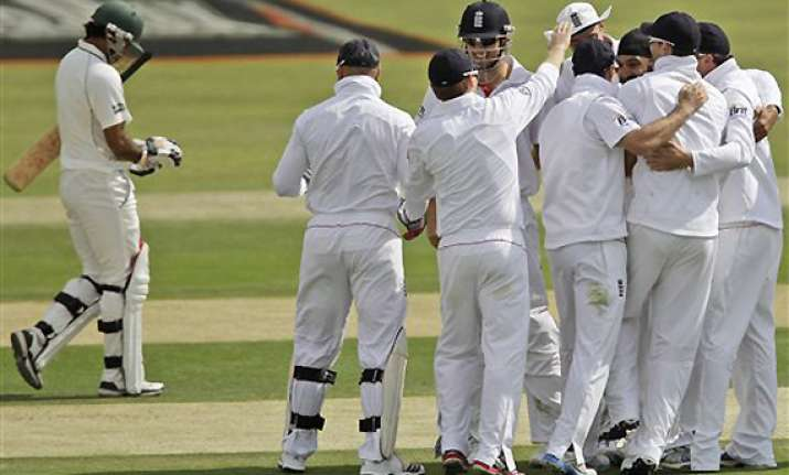 pak top order stumbles against england in 2nd test