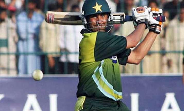 pakistan routs sri lanka by 8 wickets