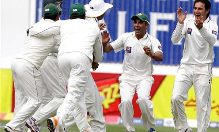 pakistan whitewash england with third test win
