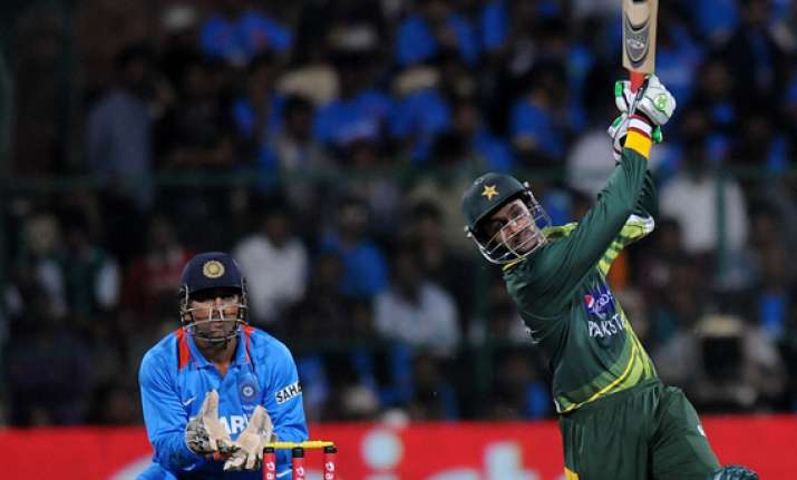 t 20 pak beat ind by 5 wkts takes 1 0 lead in series