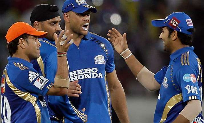 perfect birthday gift for sachin as mi beat dc by 37 runs