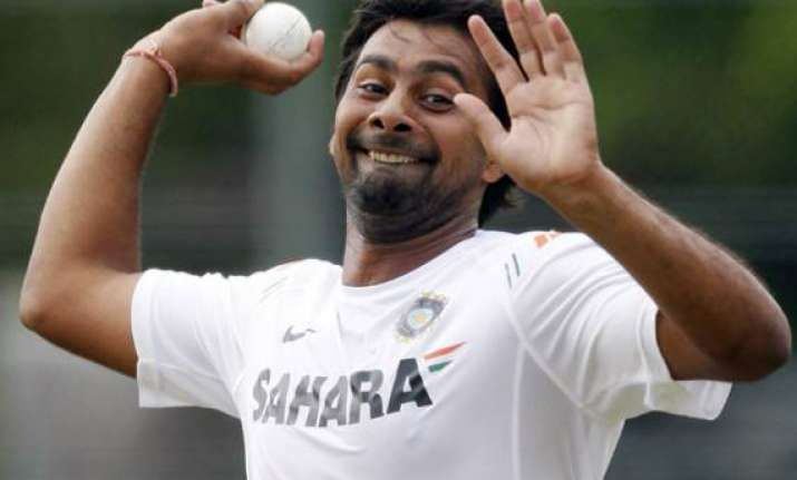 praveen out of wi odis tests in aus due to fractured rib