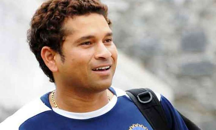 sachin tendulkar reaches rohtak for ranji match